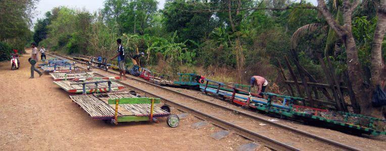 Kolej w Kambodży - Battambang Bamboo train, bambusowy pociąg
