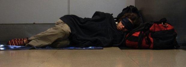 nocowanie na lotnisku
