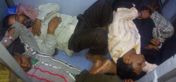tłumy w indyjskich pociągach
