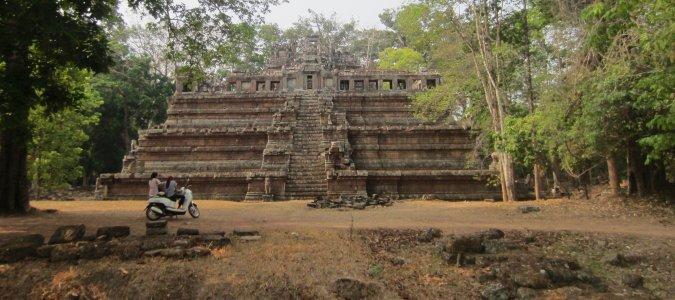 Świątynia Phimeanakas w kompleksie Angkor