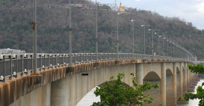 Most w Pakse w Laosie