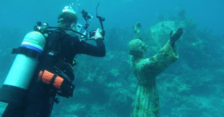 Chrystus rzeźba podwodna